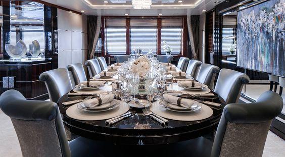 primly interior table