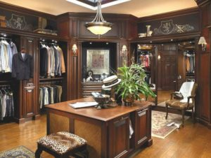 luxury-walk-in-closet-large-with-mirror-and-center